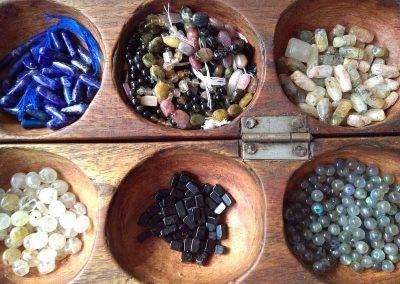 bijoux fantaisie en pierres (labradorite, jaspe, lapis lazuli, améthyste…) à Codalet 66