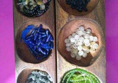 Bijoux réalisés en pierres naturelles à Codalet dans l'atelier de Carole Martinez